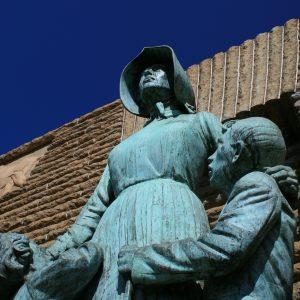 pioneer-statue-438115_1920 3